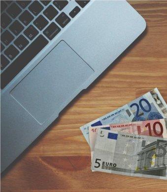 Laptop en geld